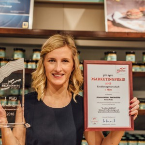 Carolin Trautmann mit dem pro agro Marketingpreis 2016